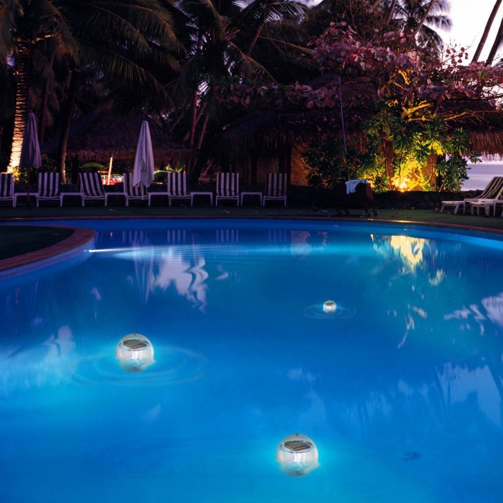 Poollampe schwimmend